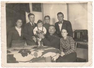 Омелян-Ковч-із-дружиною-і-дітьми