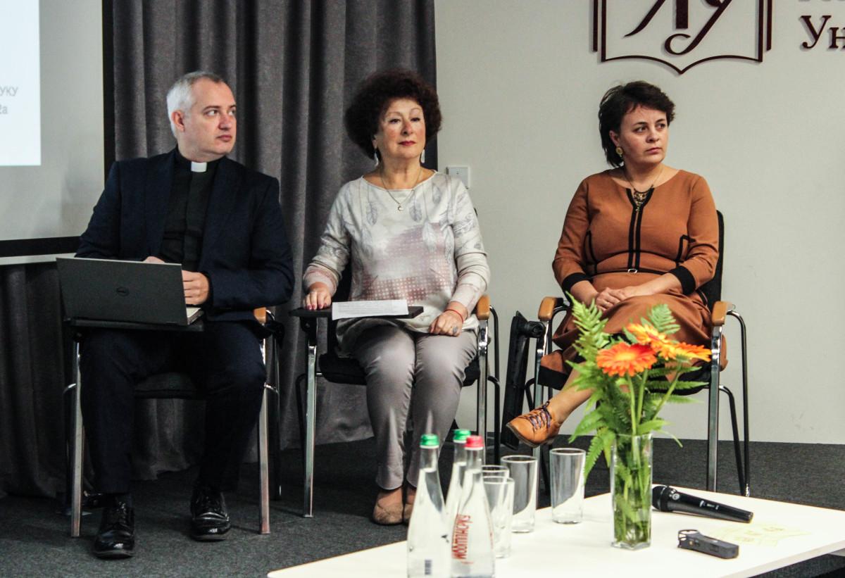 о. Юрій Козловський, п. Марія Саквук та п. Адель Діанова ІІ МІЖРЕЛІГІЙНИЙ СИМПОЗІУМ
