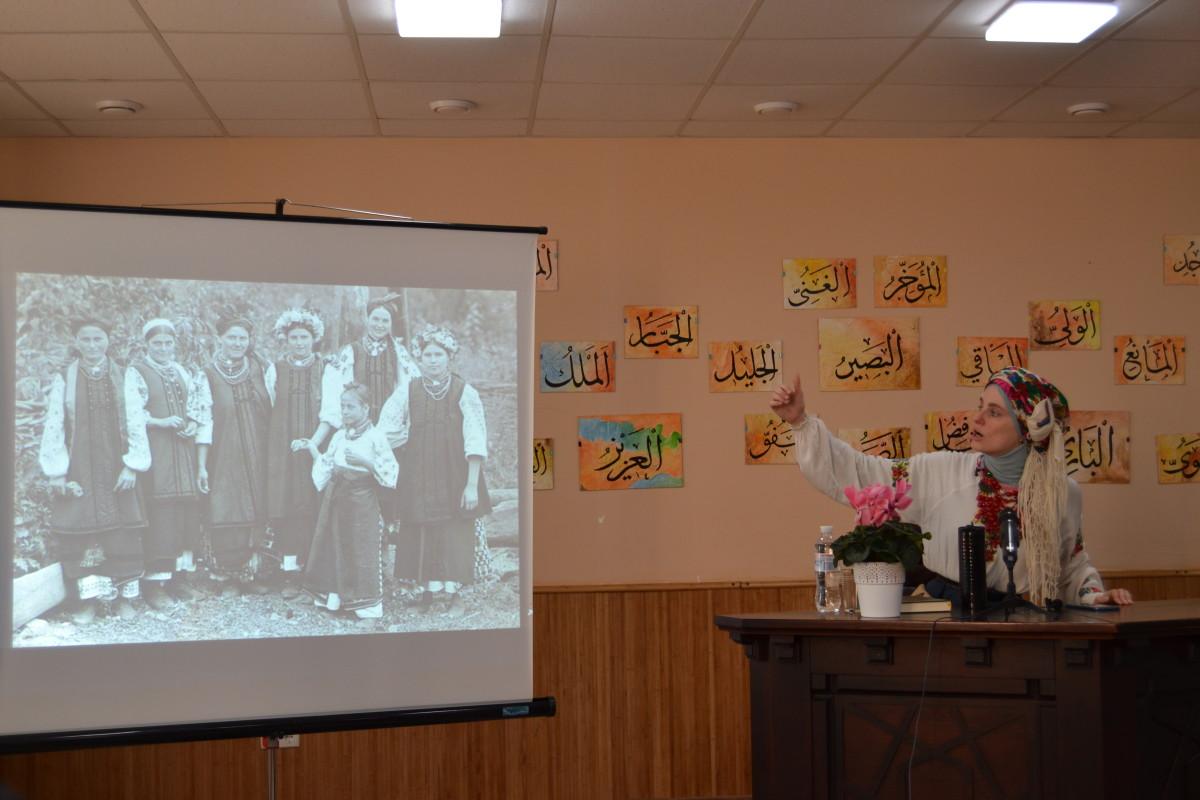 Лекція про українську хустку та хіджаб