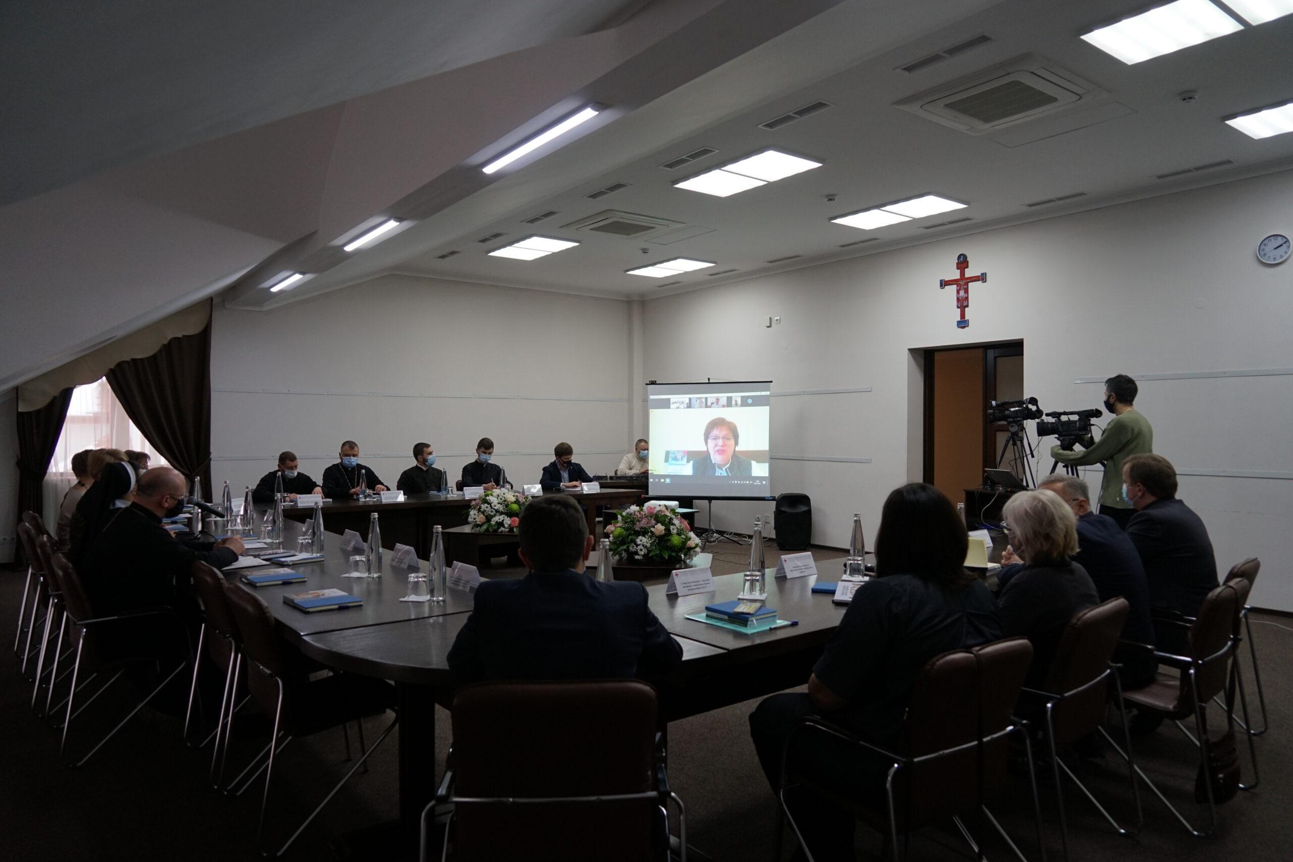 Перспективи розвитку медичного капеланства в Україні обговорили під час круглого столу у Львові_3